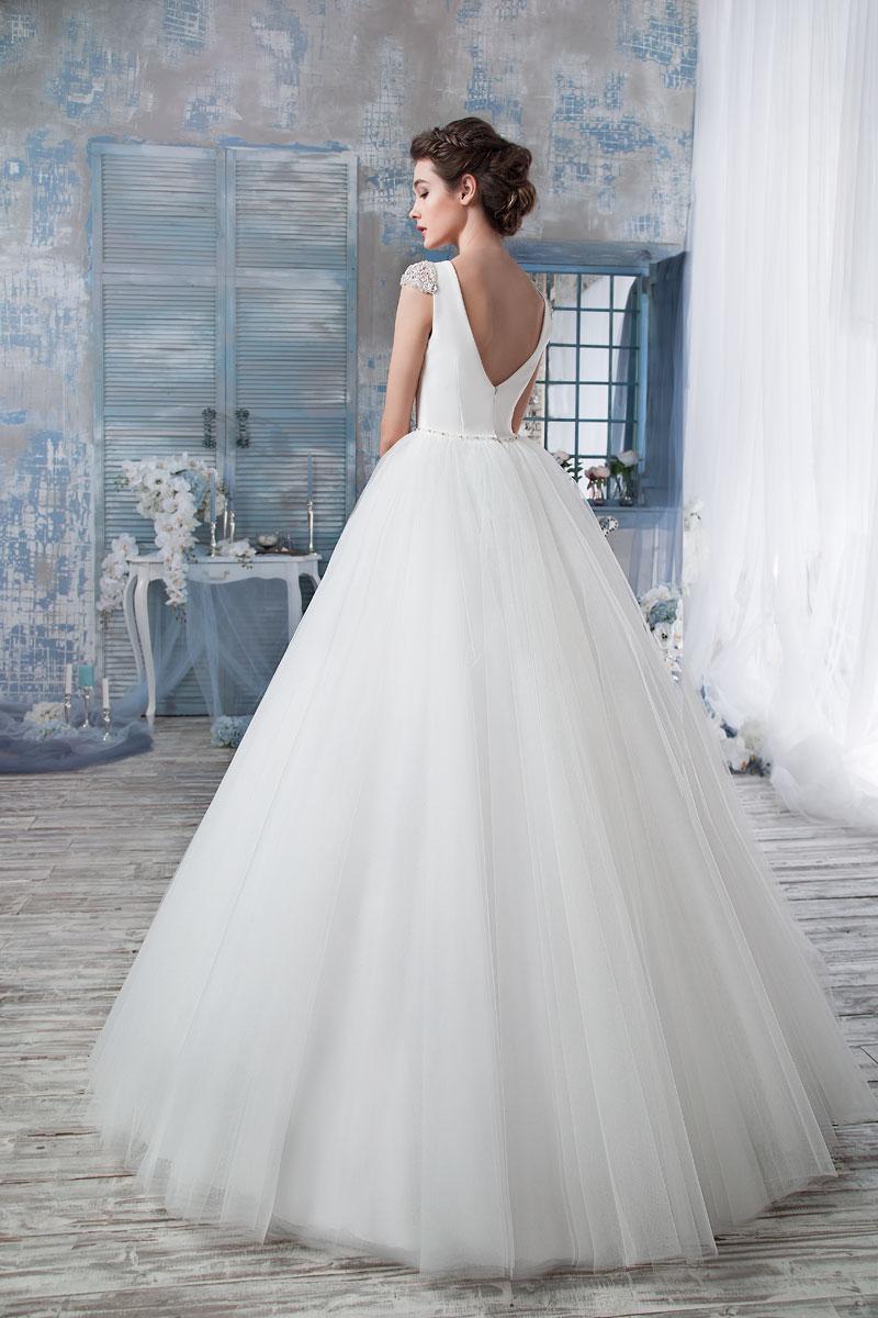 Свадебное платье из атласа или фатина